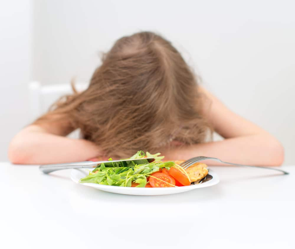 girl doesn't want to eat