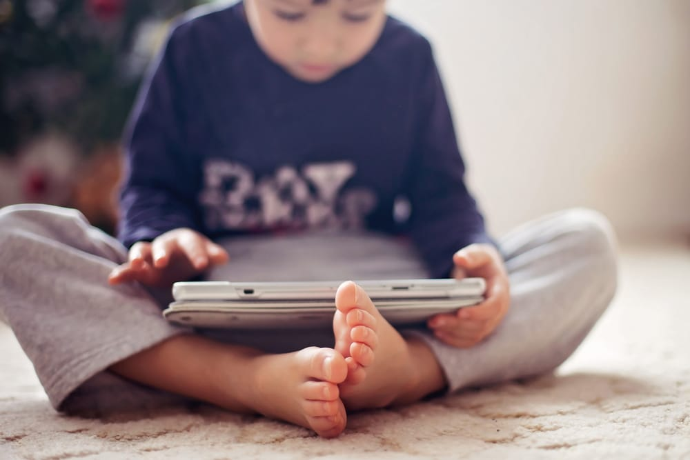 kid play with iPad
