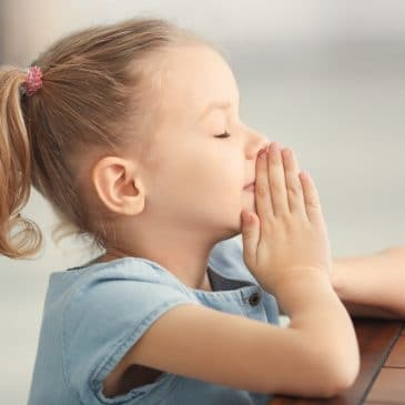 little girl pray
