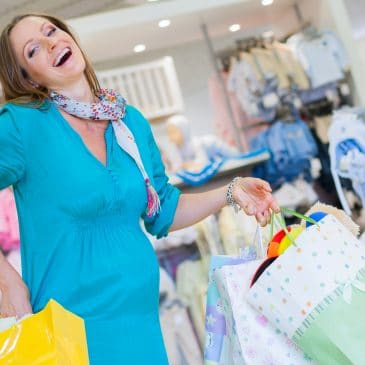 pregnant woman shoppping