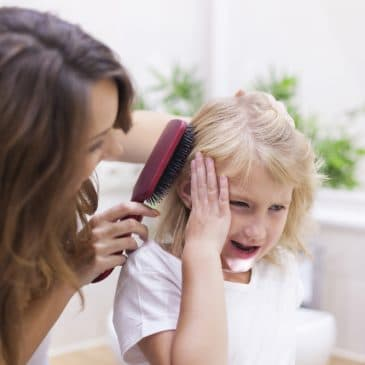 mother brush daughter's hair hurt