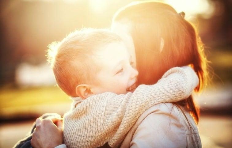 kid hug mother sun