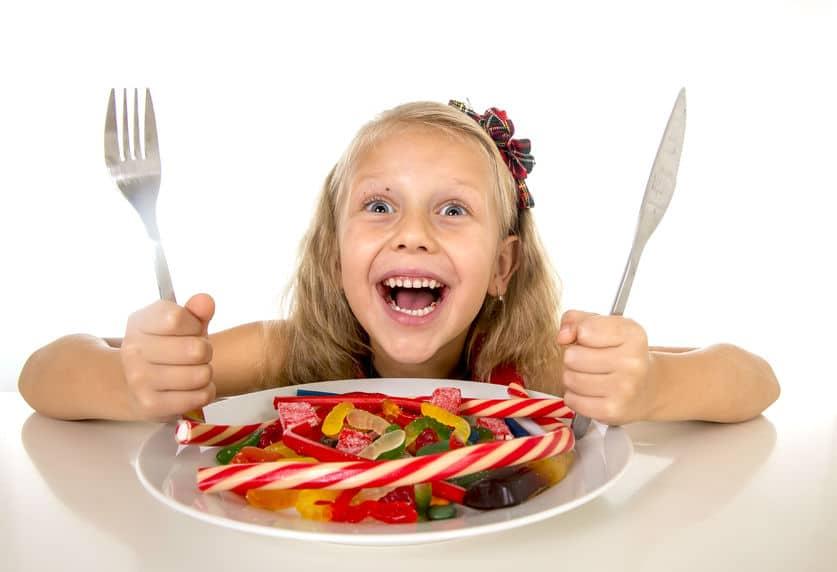 maman cinglante fille assiette bonbons