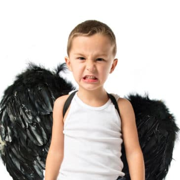 enfant ange fâché