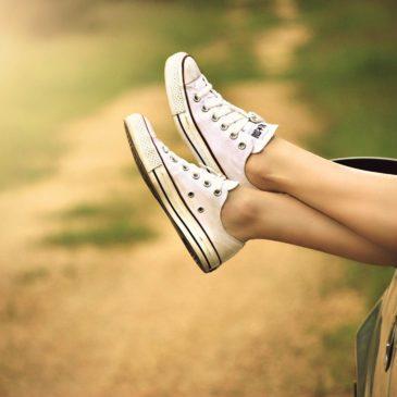 sortie fille auto jambes