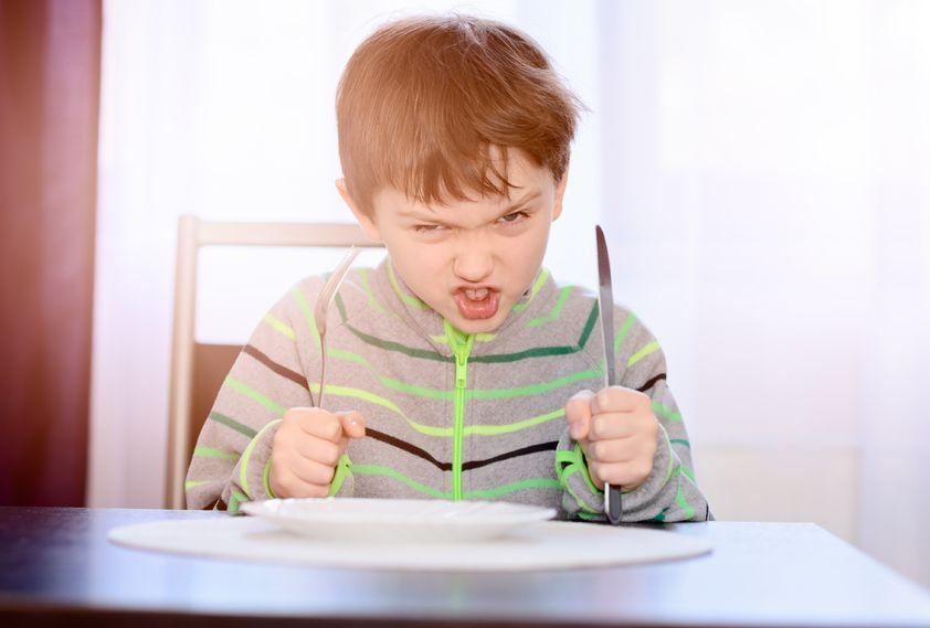 enfant souper fâché