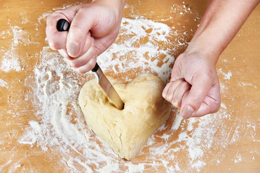 main pâte farine