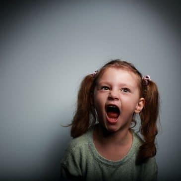fillette colère