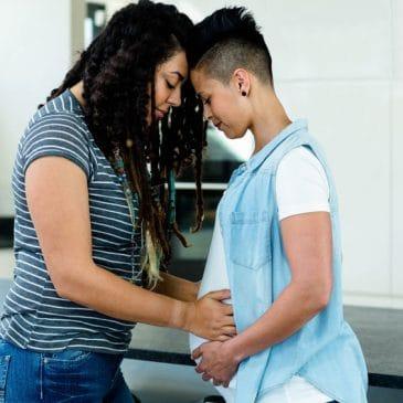 couple lesbienne enceinte