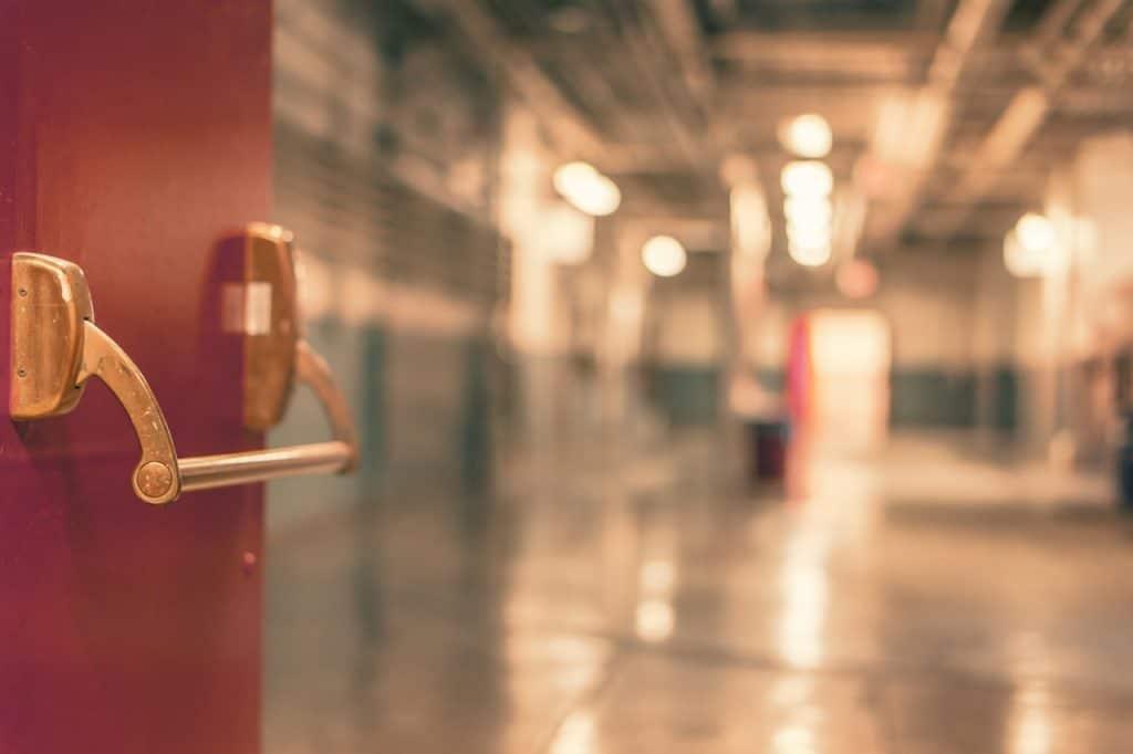 porte rouge école