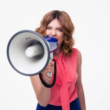 femme porte-voix