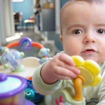 enfant jouets partout