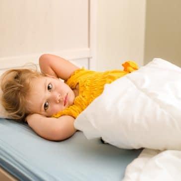 enfant malade lit