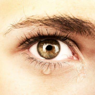 oeil femme larme