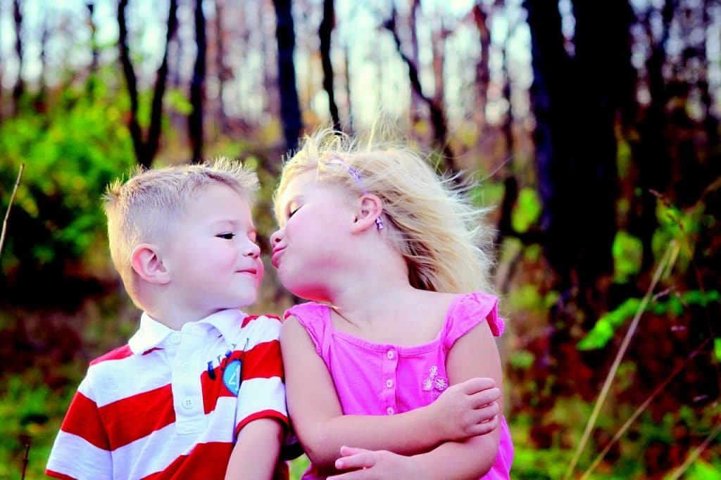 enfant baiser