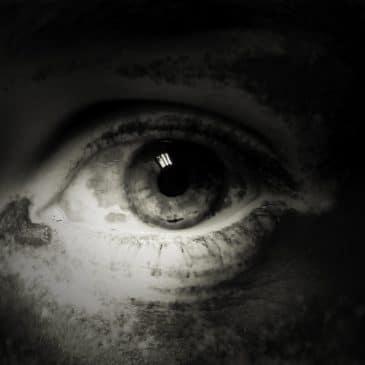 oeil sale noir