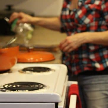 femme four cuisine
