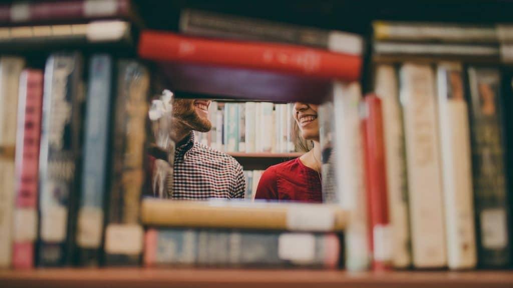 couple livres caché