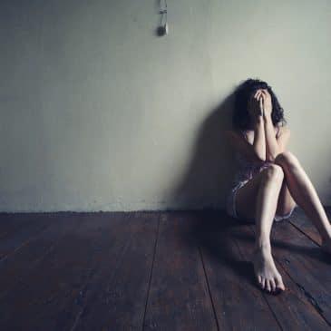 woman depressed sit on the floor