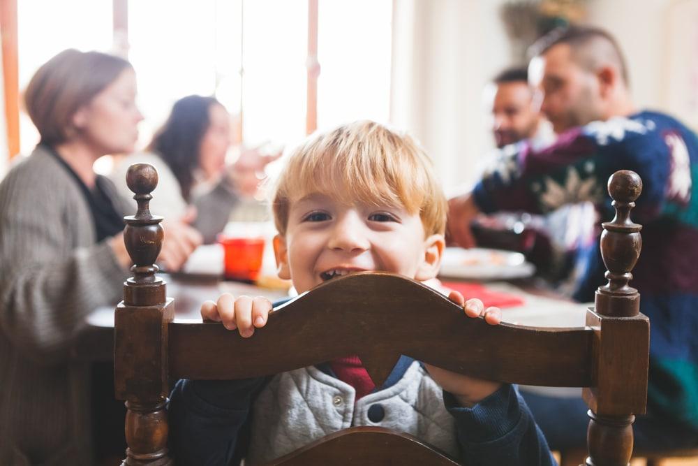 kid at family dinner