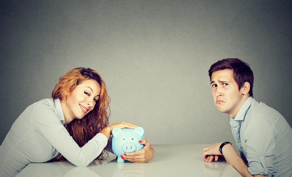 woman with money sad man