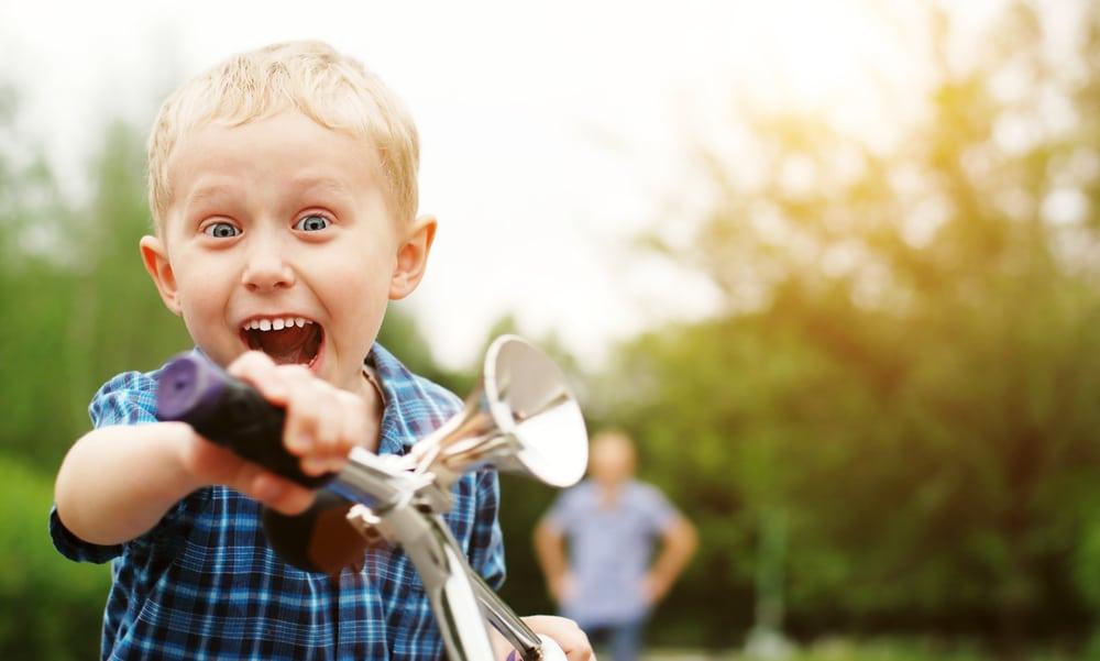 kid shout outdoor