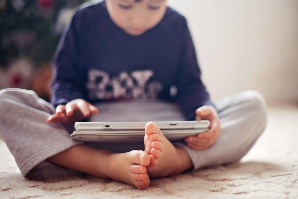 kid play with iPad