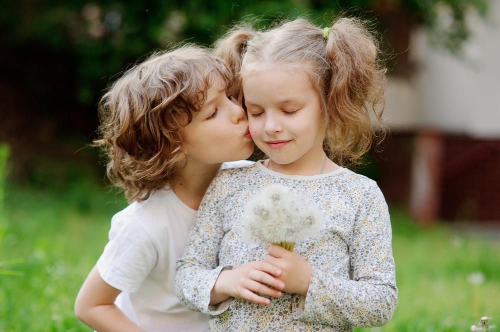 boy kiss girl