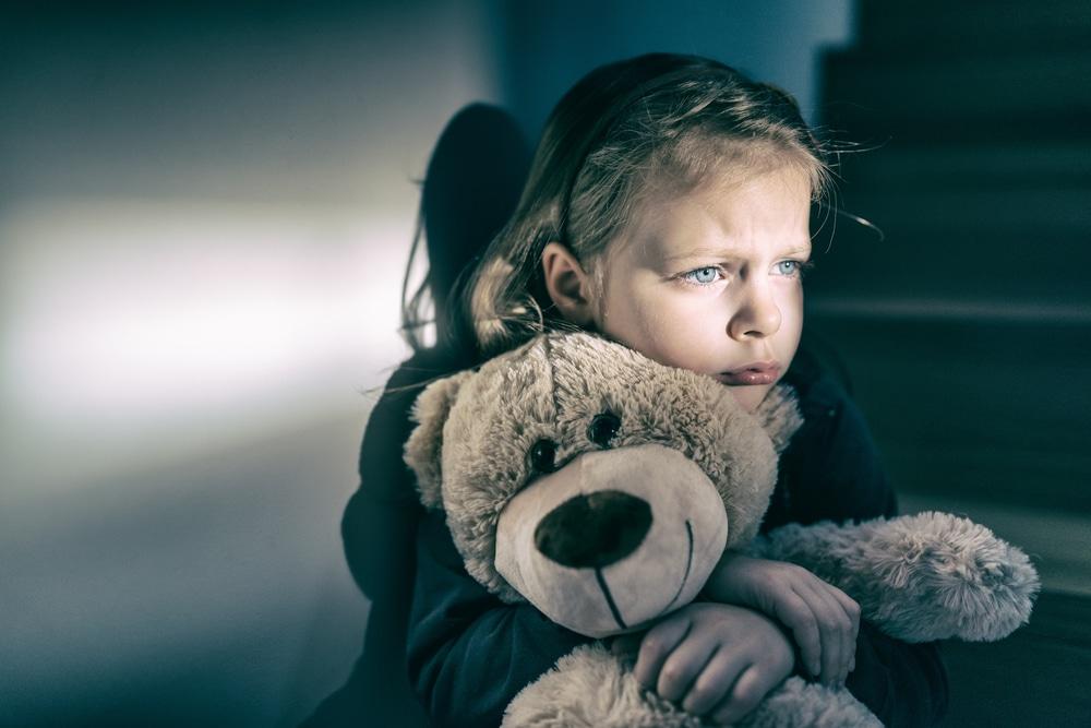 little girl sad with bear