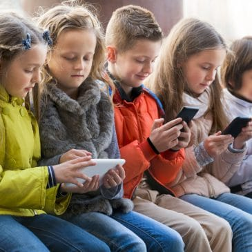 kids with tablets and cellphones