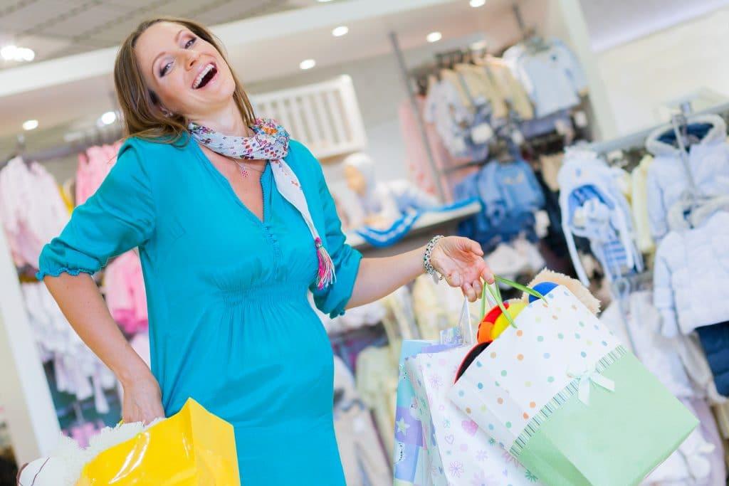 pregnant woman shoppping