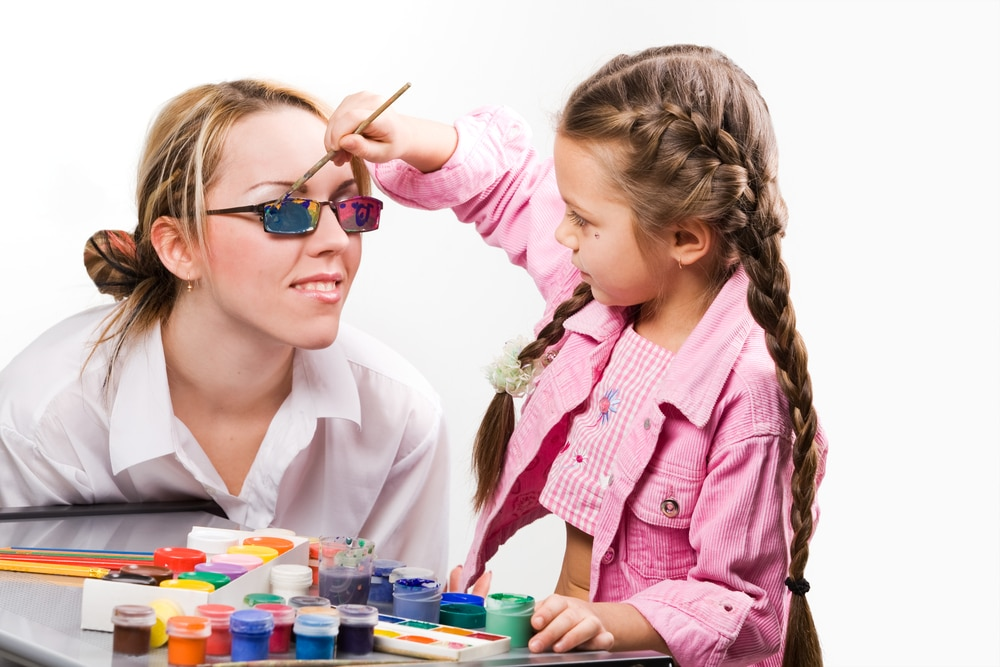 kid painting mommy glasse