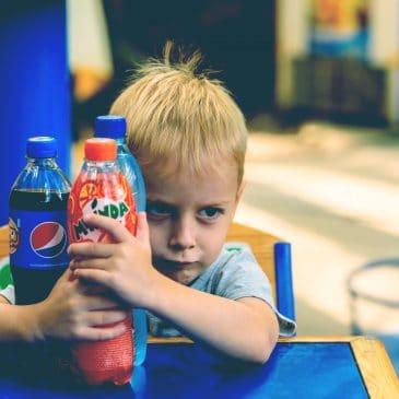 kid drink coca
