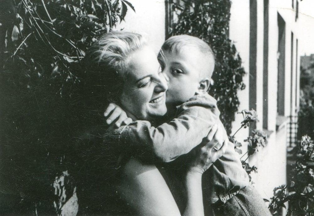 mother kid vintage