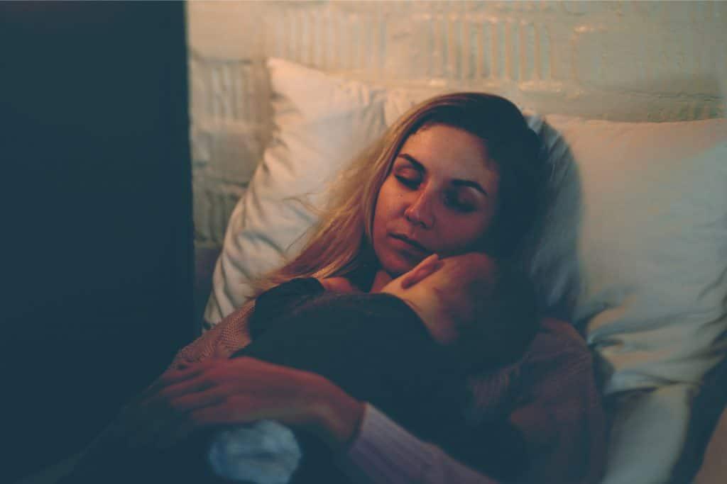 mother sleep with baby