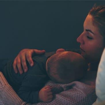 maman fatiguée avec bébé