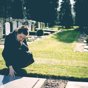 femme cimetière