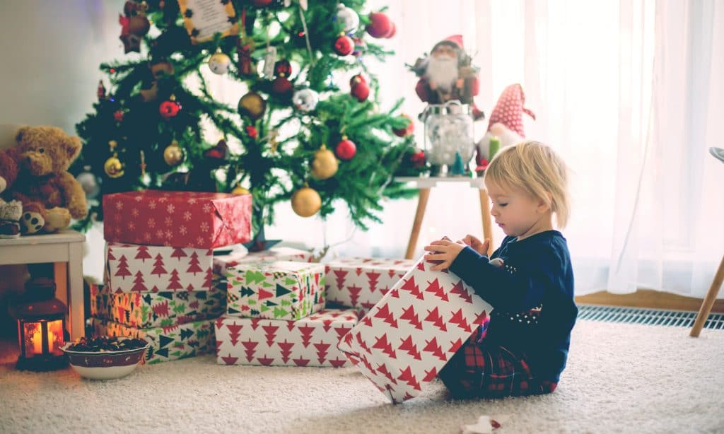 kid open gift